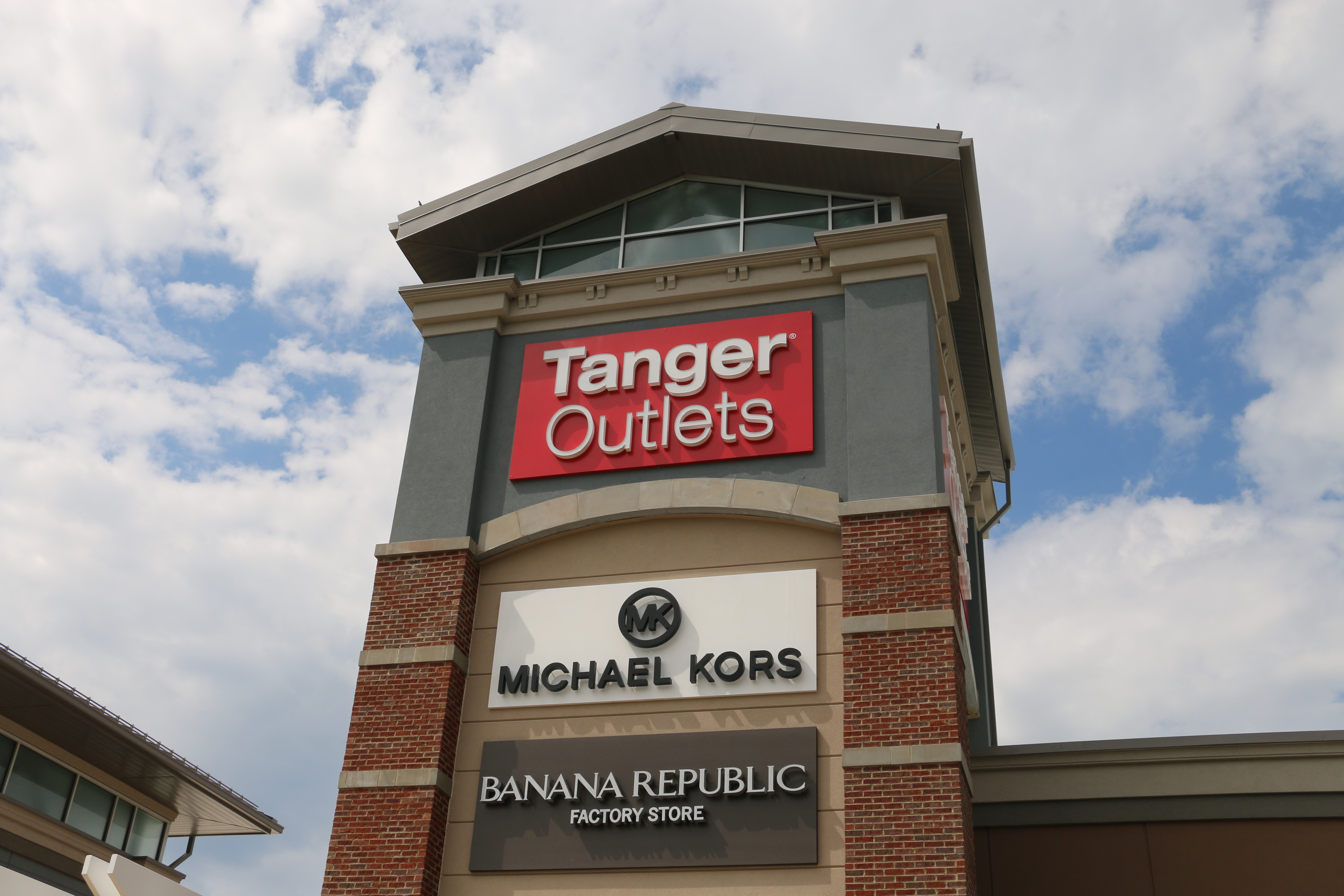 Download the Tanger App for i OS or Android Be the first to know Sign up for tips, trends, discount coupons, sales offers and special promotions at Tanger Outlets.