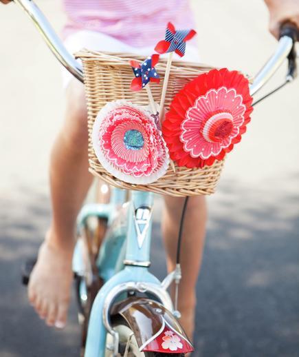 Tanger Mom_Bike Decorating_1