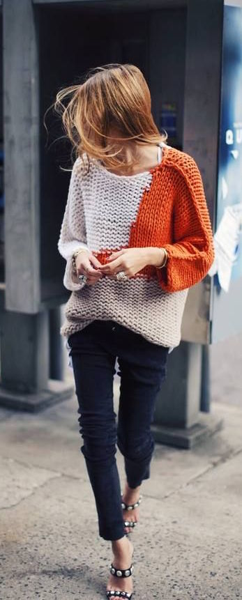 TangerOutlets_orangesweater
